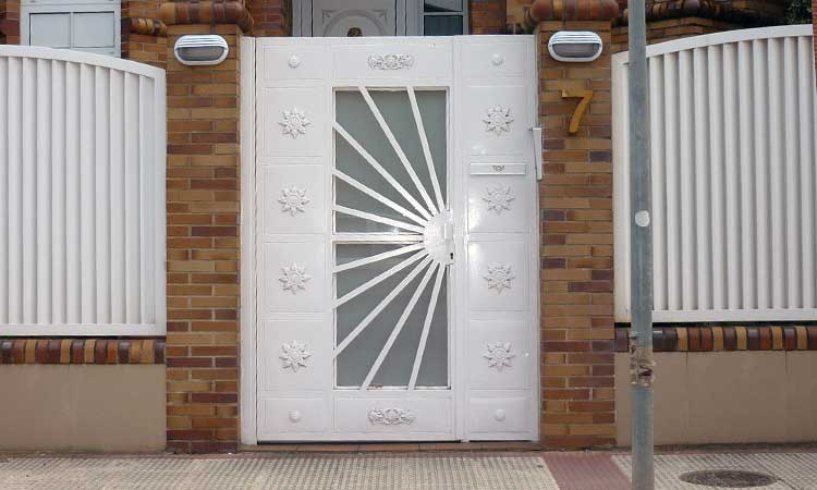 Diseos de puertas de hierro affordable ms de ideas for Diseno puertas hierro