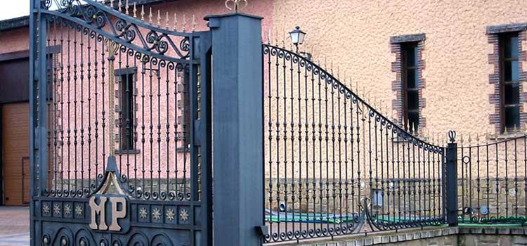Puertas de forja chimeneas carlos renedo talleres for Chimeneas de forja